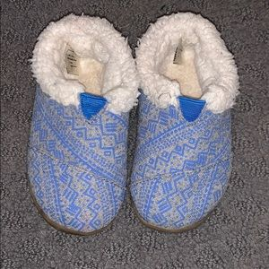 Toms slippers size 5
